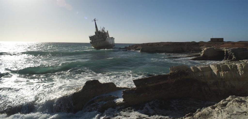 Корабль на мели у Коралл бей