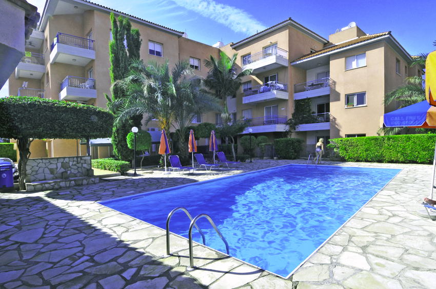 Трехкомнатная квартира с общим бассейном