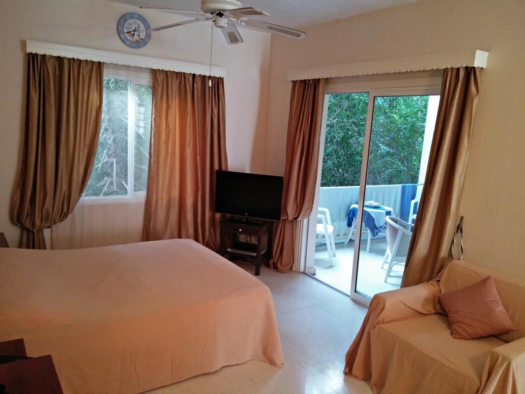 Спальня и балкон