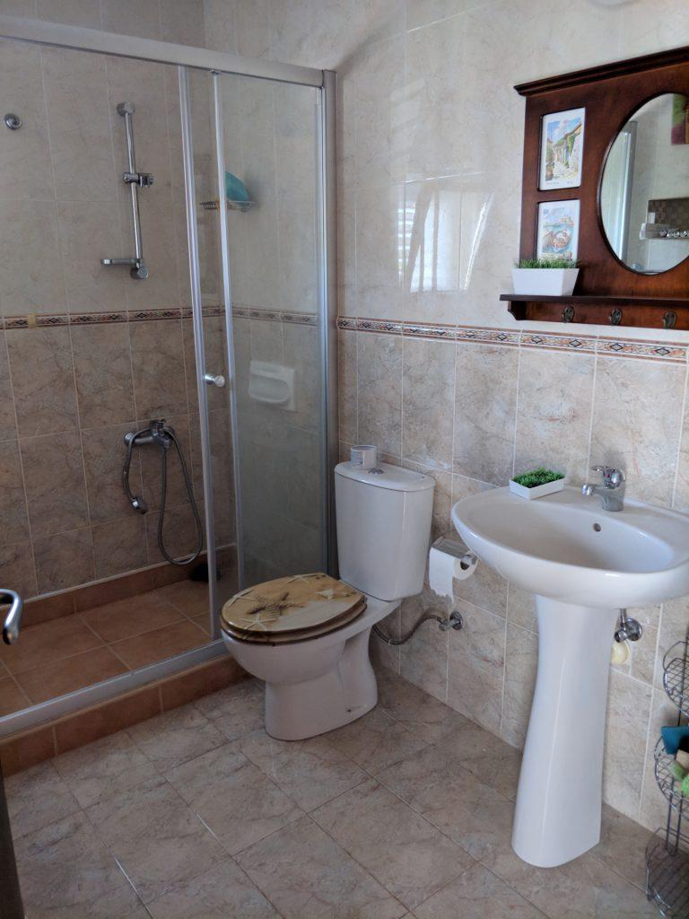 Отдельный туалет в третьей спальне
